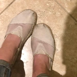 Toms slips on in beige suede and mesh